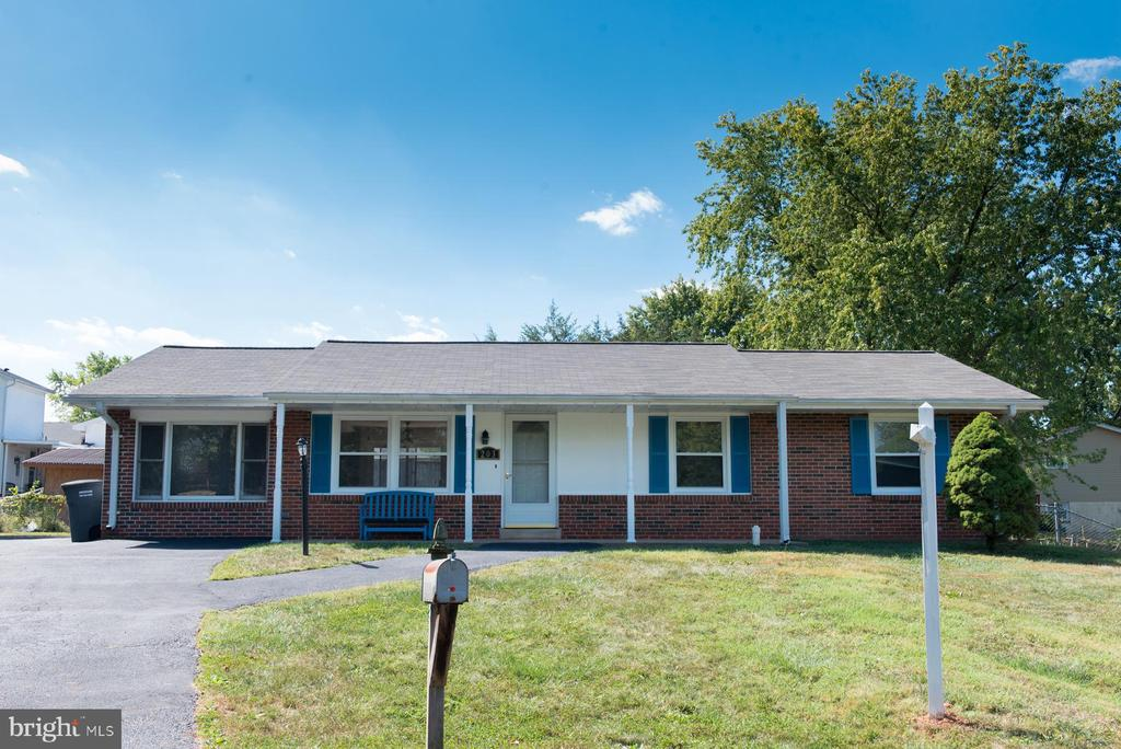 Welcome Home! - 203 W HANOVER PL, STERLING