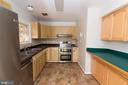 Lots of prep space for all your cooking needs - 203 W HANOVER PL, STERLING