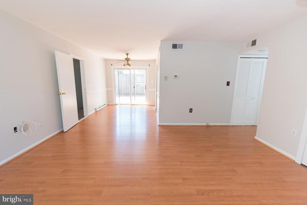 Welcome guests home to your open living and dining - 203 W HANOVER PL, STERLING