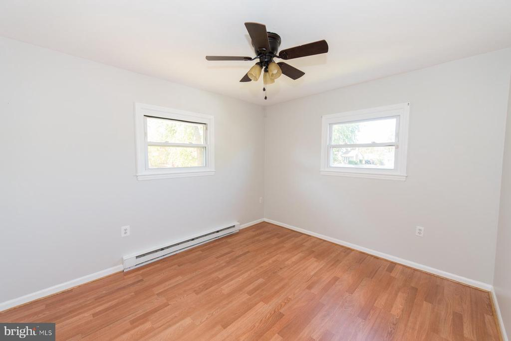 Great size for even the largest of bedroom sets - 203 W HANOVER PL, STERLING