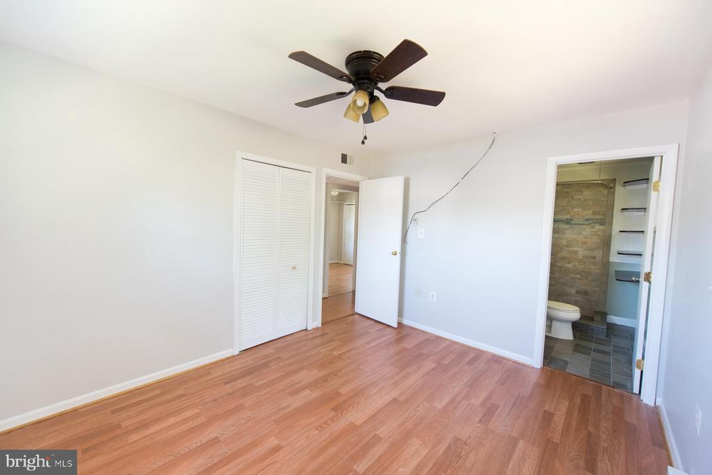 All new floors continue into the master - 203 W HANOVER PL, STERLING