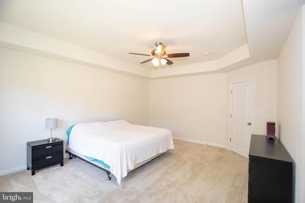 Master Bedroom upstairs - 112 REGENTS LN, STAFFORD