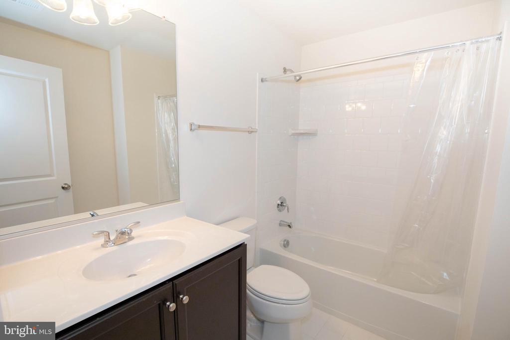 Basement full bathroom - 112 REGENTS LN, STAFFORD