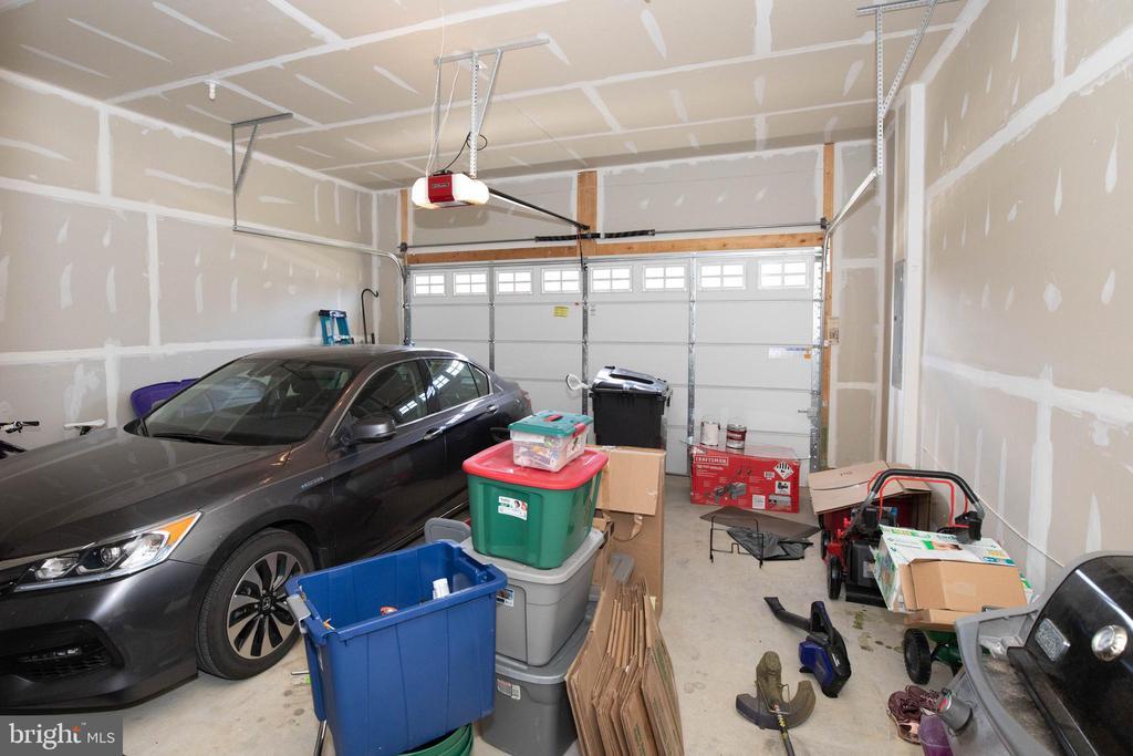 2 car attached garage - 112 REGENTS LN, STAFFORD