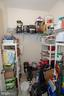 Large butlers pantry - 112 REGENTS LN, STAFFORD