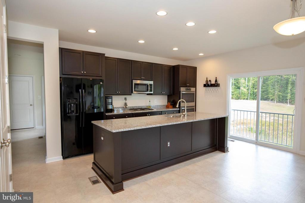 Granite Counter tops with Large island - 112 REGENTS LN, STAFFORD