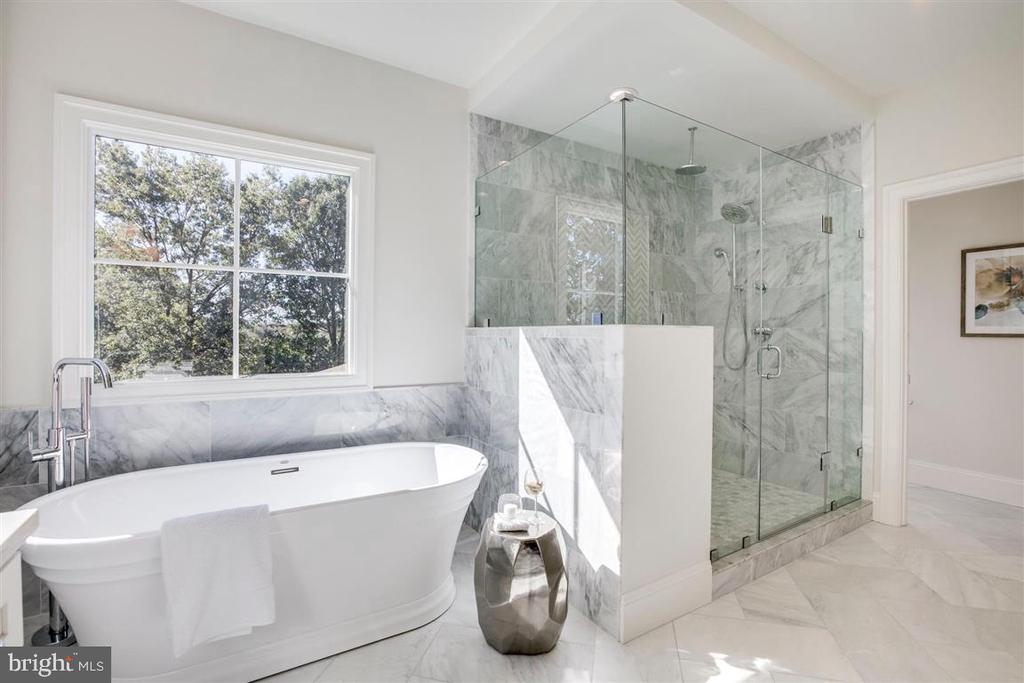 Master bathroom - 706 KINGSLEY RD SW, VIENNA
