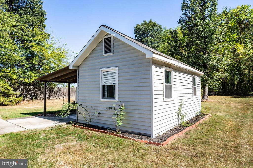 Separate hideaway studio/office with electricity - 10288 MONCURE DR, RUTHER GLEN