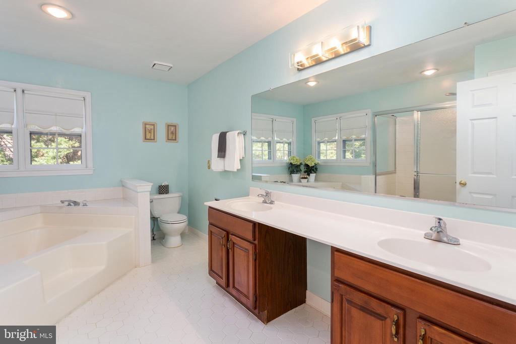 Master Bathroom - Double Vanity & Separate Shower - 8308 ARMETALE LN, FAIRFAX STATION