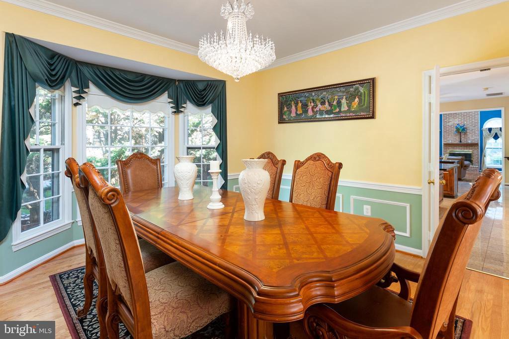 Dining Room with Rear Bay Window, Custom Moldings - 8308 ARMETALE LN, FAIRFAX STATION
