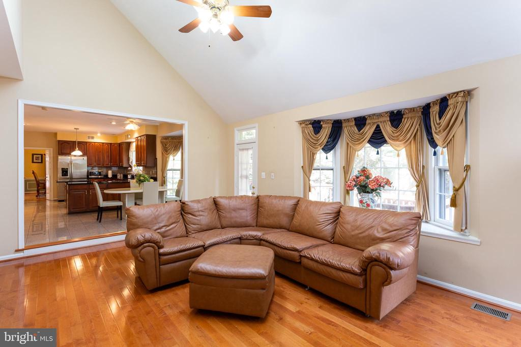 Family Room off Kitchen & Walkout to Deck - 8308 ARMETALE LN, FAIRFAX STATION