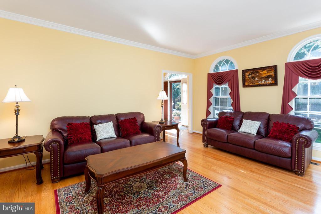 Living Room - Palladian Windows! - 8308 ARMETALE LN, FAIRFAX STATION