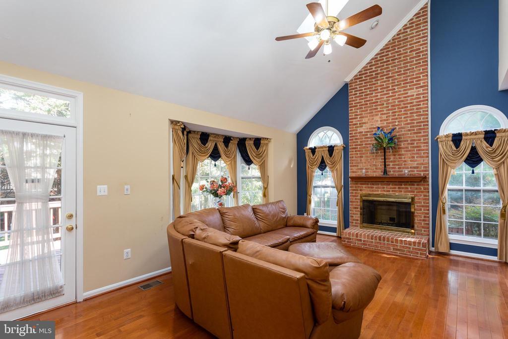 Family Room with Vaulted Ceilings & Skylights - 8308 ARMETALE LN, FAIRFAX STATION