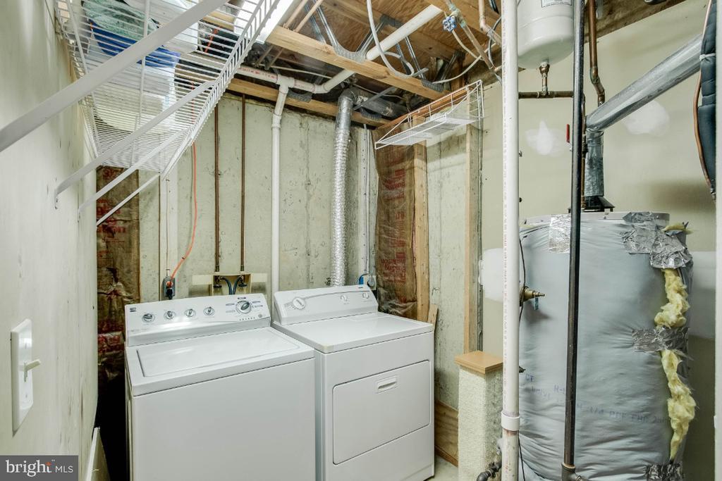 Designated laundry room! - 6509 BRICK HEARTH CT, ALEXANDRIA