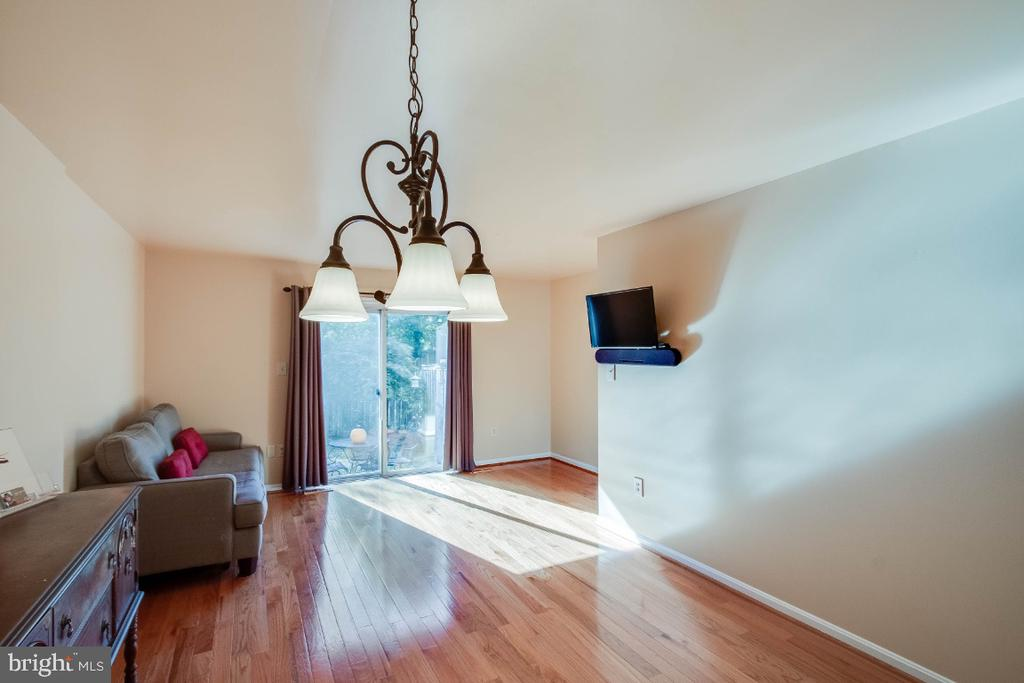 Wood floors and sunshine streaming in this space - 6509 BRICK HEARTH CT, ALEXANDRIA
