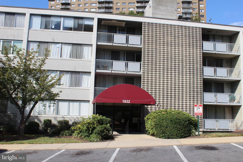 Single Family Homes pour l Vente à Adelphi, Maryland 20783 États-Unis