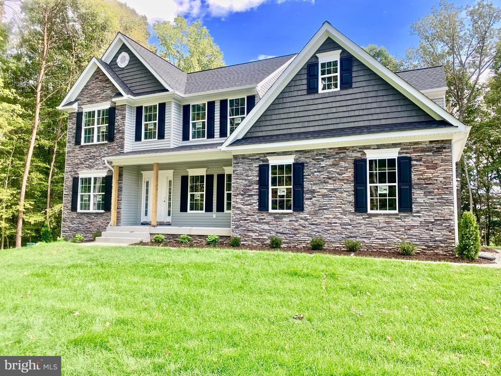 Stacked Stone and Siding Front w/Side Load Garage. - 21 ACCOKEEK VIEW LN, STAFFORD