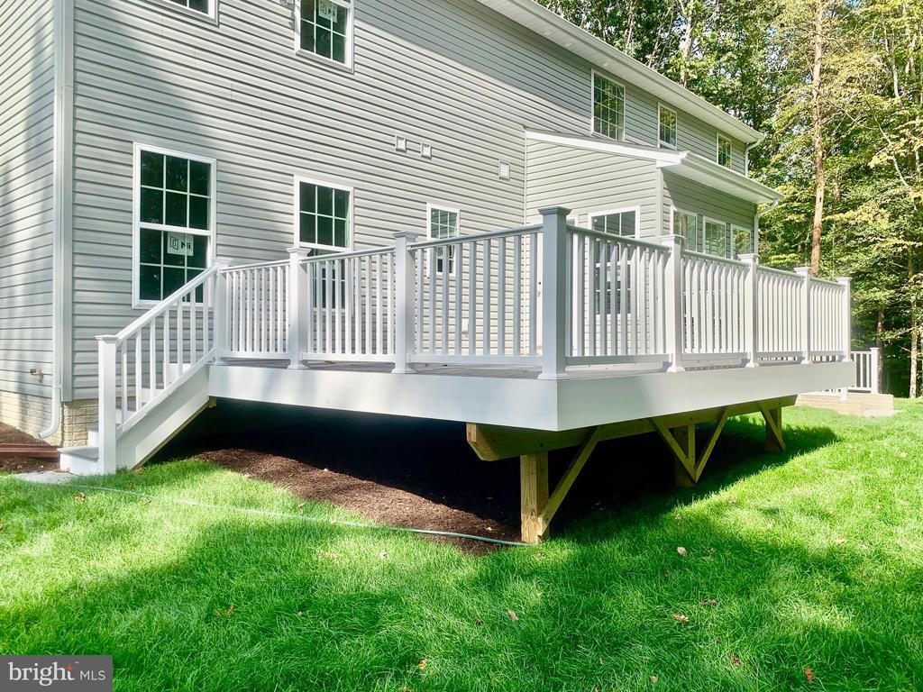 Free Composite Deck! - 21 ACCOKEEK VIEW LN, STAFFORD