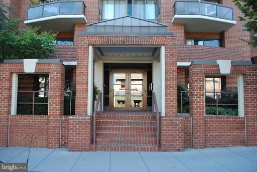 2320 WISCONSIN AVE NW #106