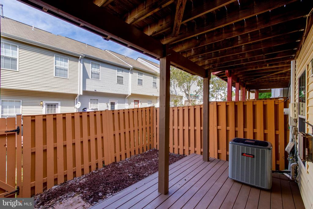 Fully fenced backyard! - 4990 MARSHLAKE LN, DUMFRIES