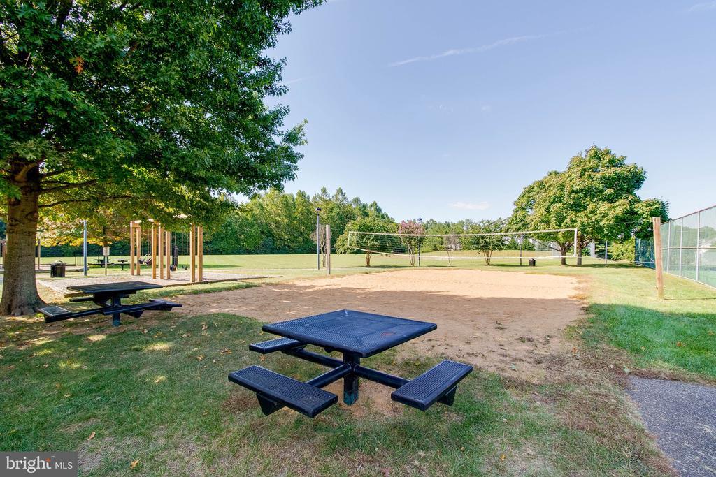 Community picnic area! - 4990 MARSHLAKE LN, DUMFRIES