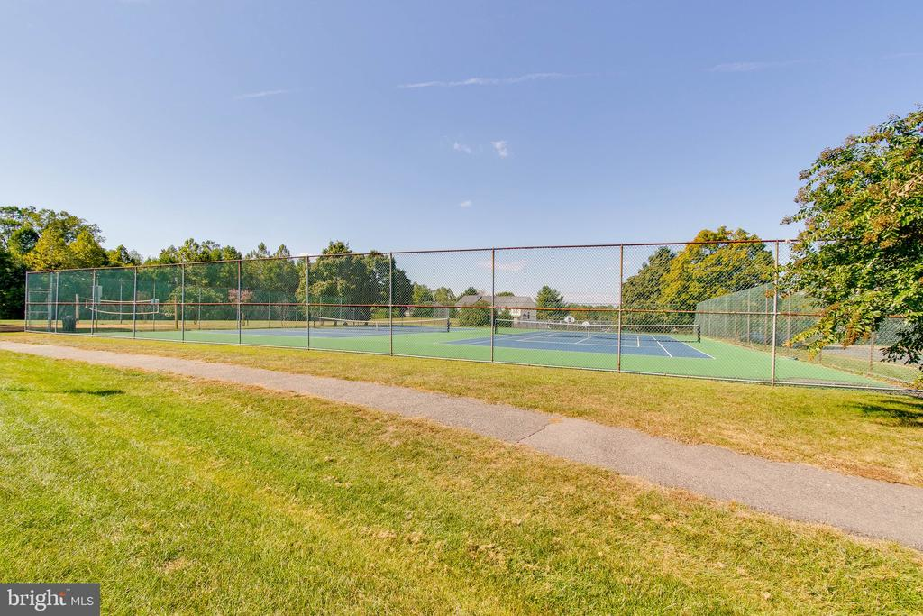 Community tennis courts! - 4990 MARSHLAKE LN, DUMFRIES