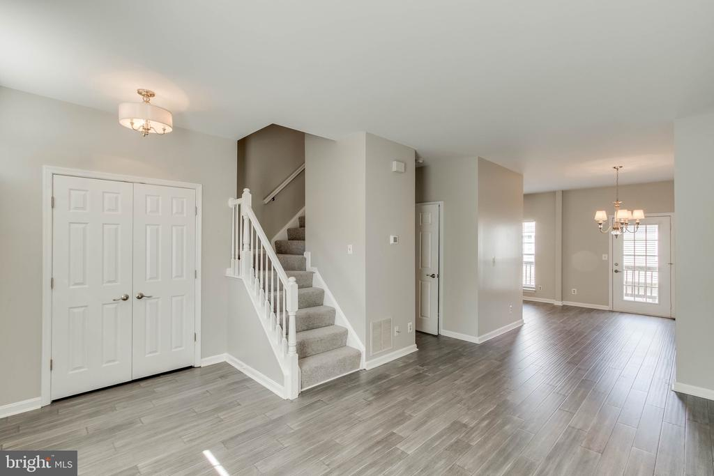 Brand new hardwood all main level! - 4990 MARSHLAKE LN, DUMFRIES