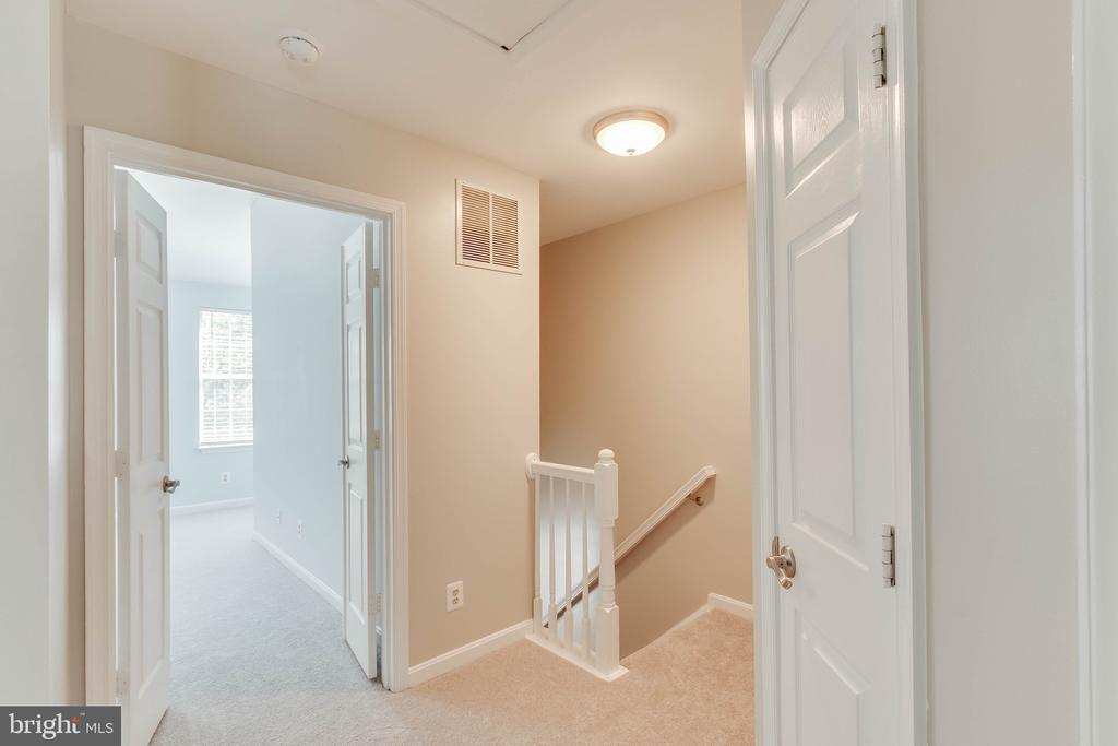 Upstairs hallway! Brand new carpet upstairs! - 4990 MARSHLAKE LN, DUMFRIES