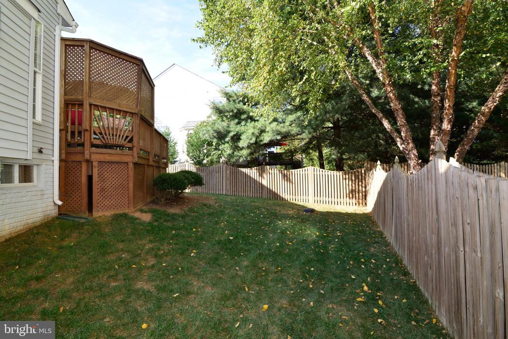 Fully Fenced Back Yard - 245 E SKYLINE DR, PURCELLVILLE