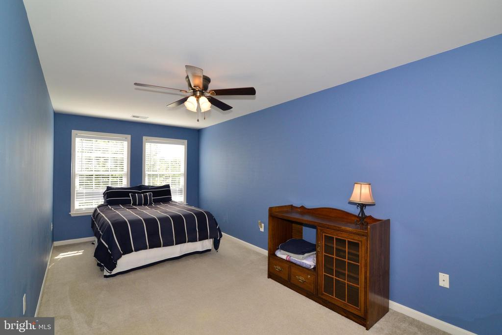 Bedroom #2 - 245 E SKYLINE DR, PURCELLVILLE