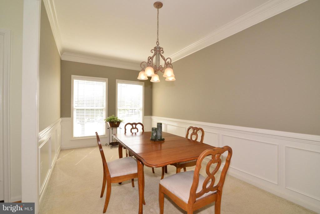 Dining Room with Chair Railing and Crown Molding - 245 E SKYLINE DR, PURCELLVILLE