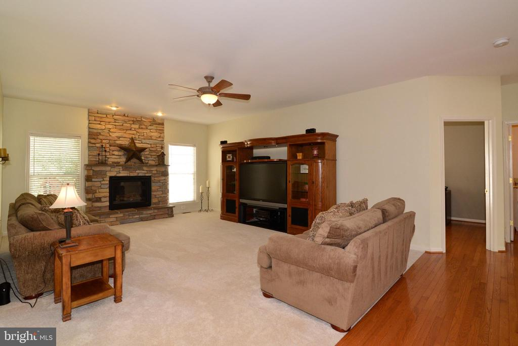 New Carpet - 245 E SKYLINE DR, PURCELLVILLE