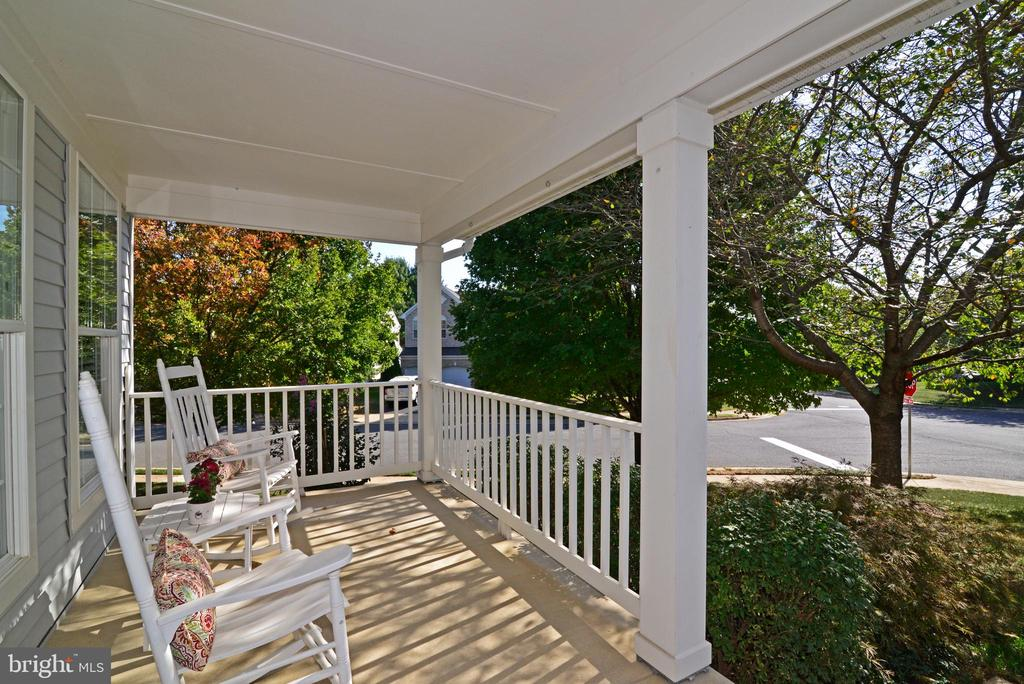 Relax on the Front Porch - 245 E SKYLINE DR, PURCELLVILLE