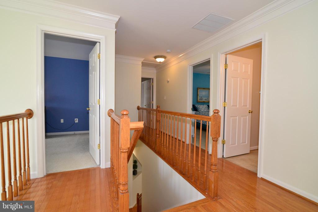 Upper Level Landing - 245 E SKYLINE DR, PURCELLVILLE