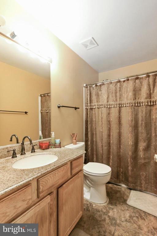 Upper Floor Full Bath #2 - 8 ONTELL CT, STAFFORD