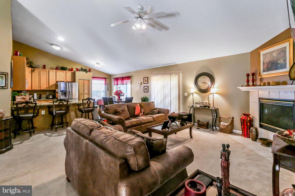 Overview of Family Room, Kitchen and Eat In room - 8 ONTELL CT, STAFFORD