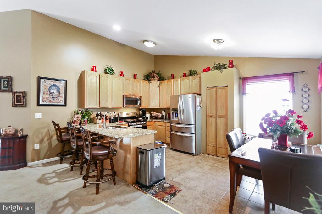 Kitchen and Dining Room in open floor plan - 8 ONTELL CT, STAFFORD