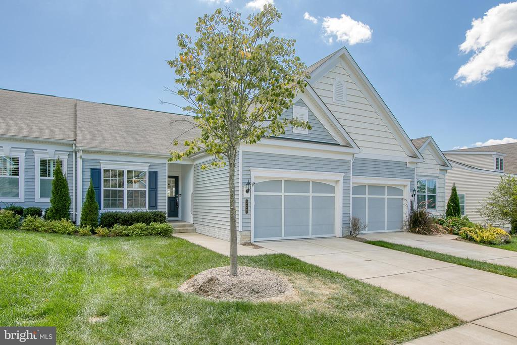 Move-in ready villa with basement - 220 LONG POINT DR, FREDERICKSBURG