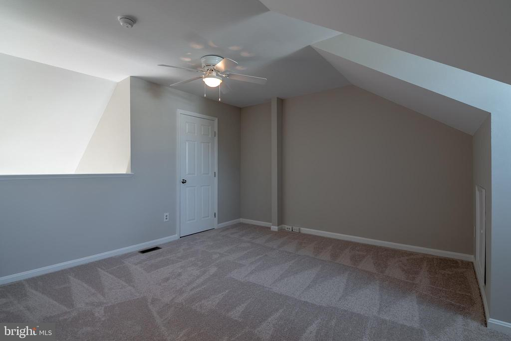 Loft can be used as bedroom, office, studio - 3968 HARTLAKE ST, WOODBRIDGE