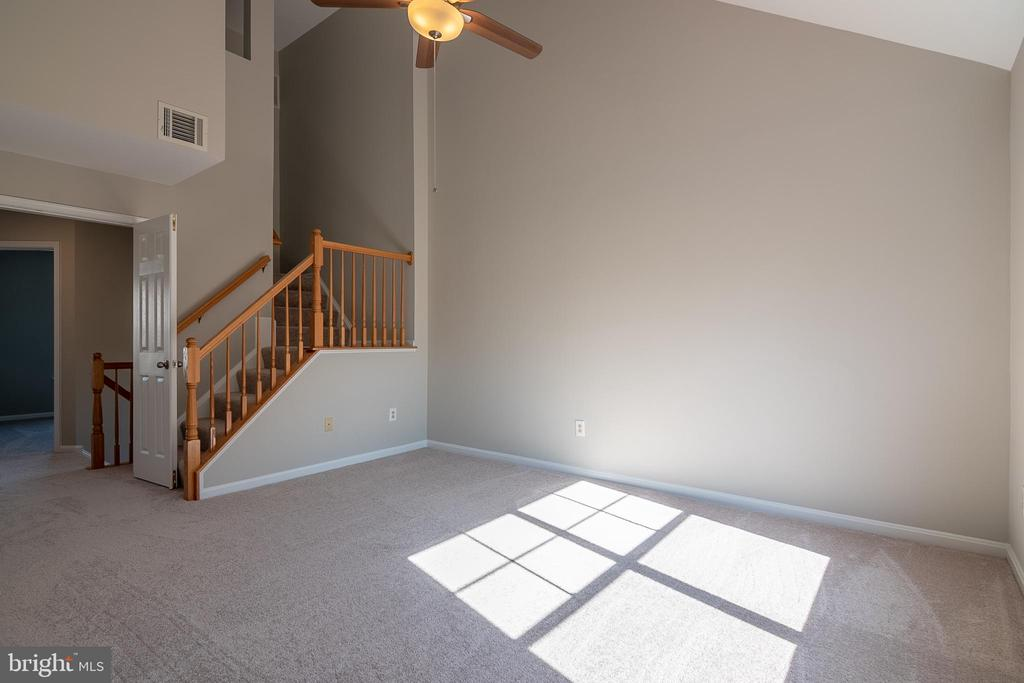 Stairs to loft - 3968 HARTLAKE ST, WOODBRIDGE