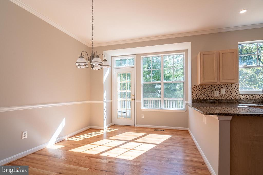 Dining room area with walkout to deck - 3968 HARTLAKE ST, WOODBRIDGE