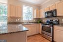 Bright and sunny kitchen - 3968 HARTLAKE ST, WOODBRIDGE