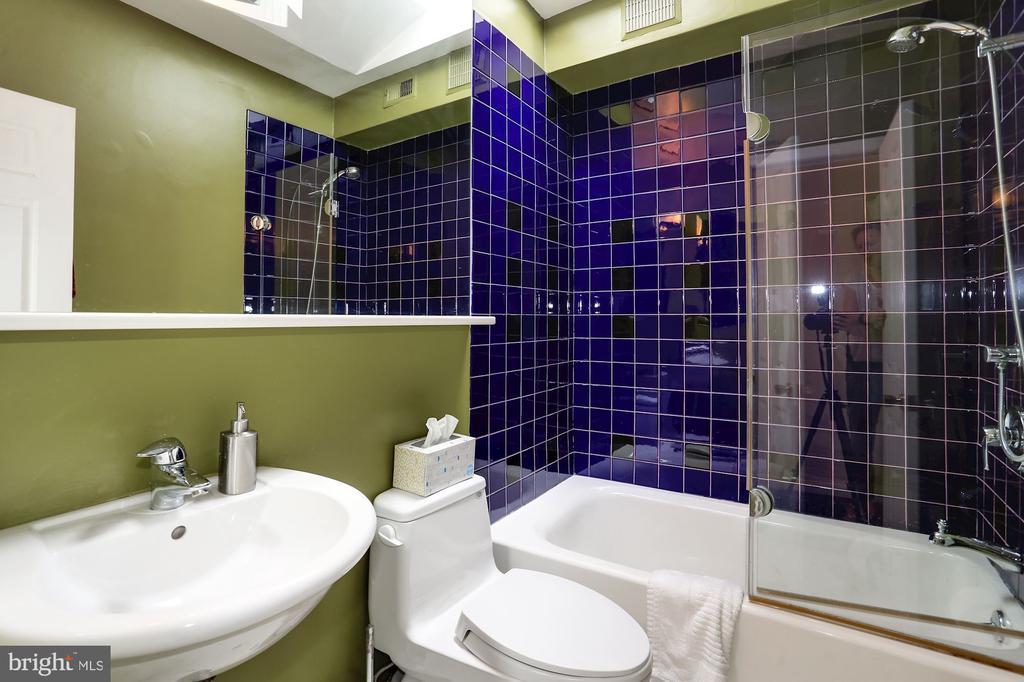 Bathroom - 1928 15TH ST NW, WASHINGTON