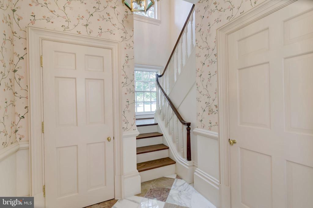 Staircase to Apartment - 15404 TANYARD RD, SPARKS GLENCOE