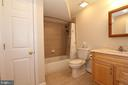 Lower level full bathroom - 806 SANTMYER DR SE, LEESBURG