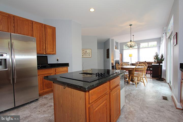 Gourmet kitchen with brand new flooring - 806 SANTMYER DR SE, LEESBURG