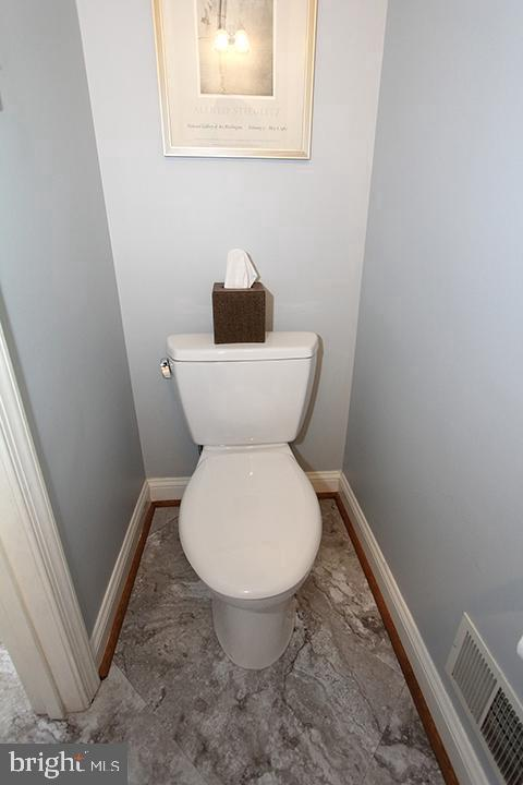 Powder bathroom with brand new flooring! - 806 SANTMYER DR SE, LEESBURG