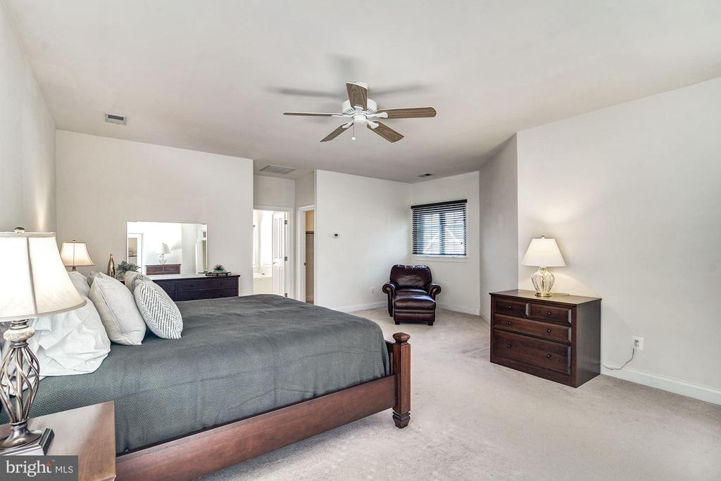 Master Bedroom w/Sitting Room - 7874 PROMONTORY CT, DUNN LORING