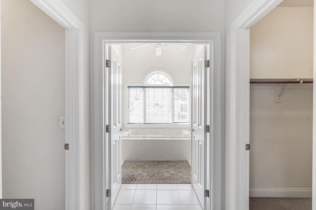 Master Bedroom Walk In Closet/Ent to Master Bath - 7874 PROMONTORY CT, DUNN LORING