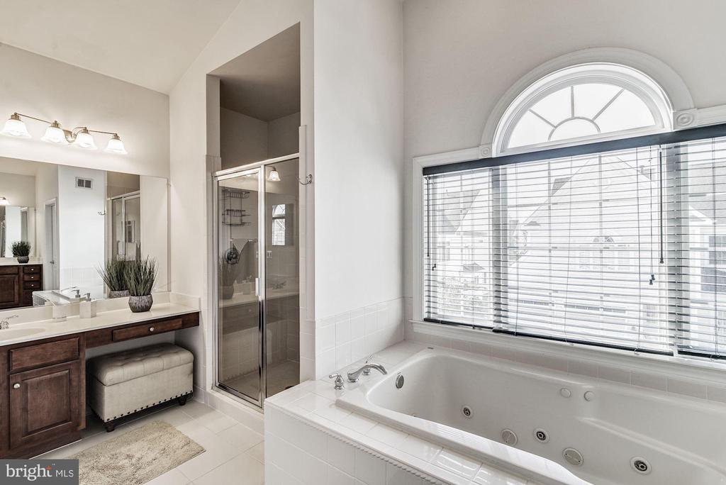 Master Bath - 7874 PROMONTORY CT, DUNN LORING